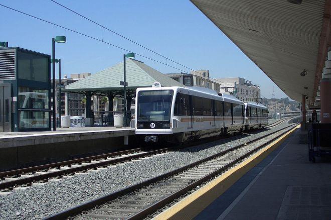 1280px-Metro_Rail_at_Los_Angeles_Union_Station.jpg