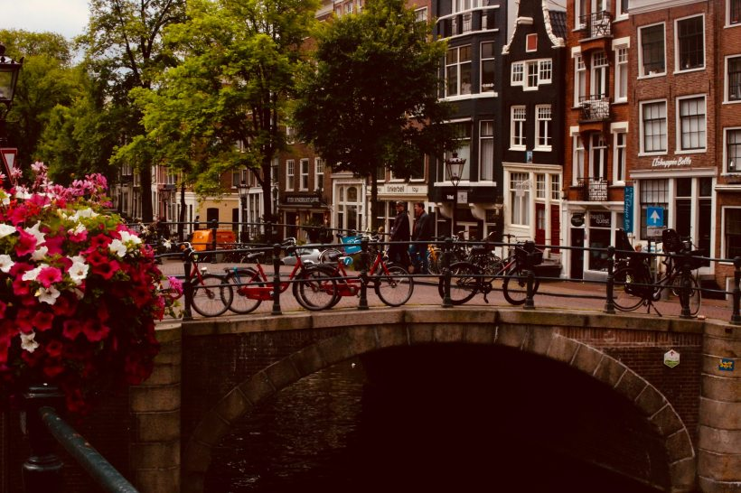 amsterdam-architecture-bicycles-1187911.jpg